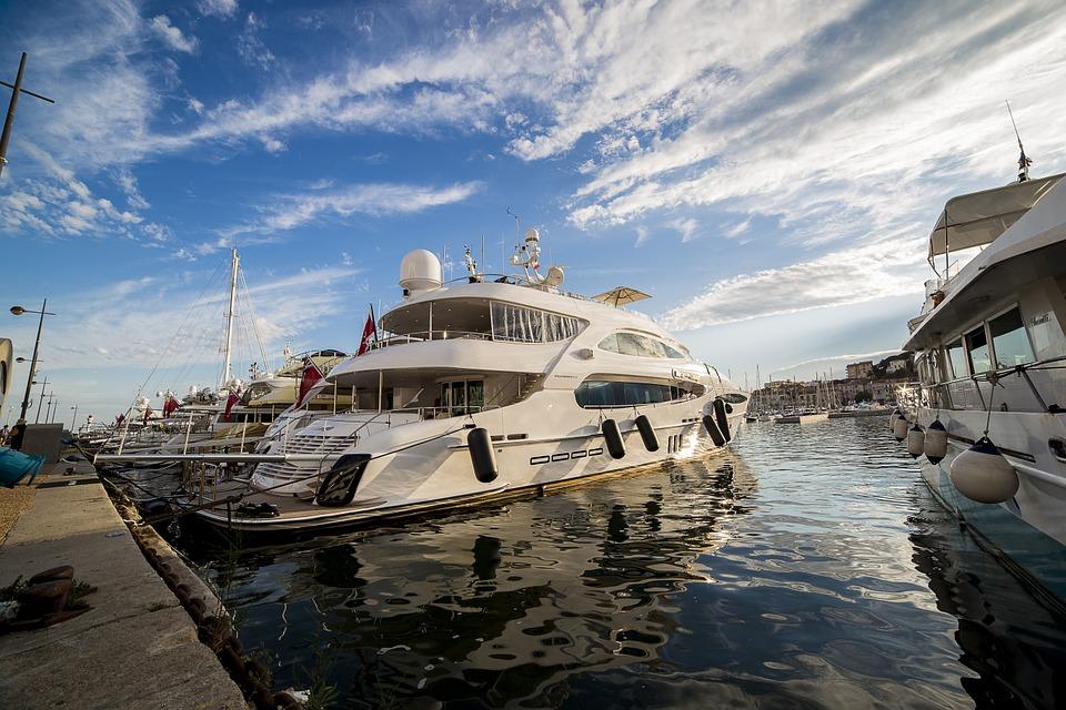 Soiree-entreprise-Yacht-a-Cannes-1
